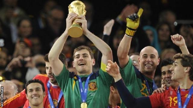 Iker Casillas and teammates