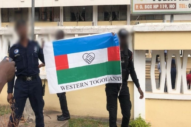 The secessionists displaying their flag