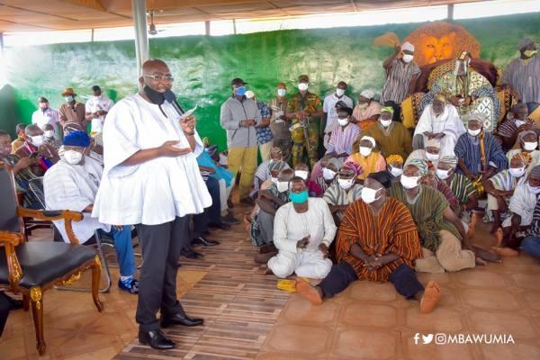 Dr Mahamudu Bawumia addressing the chiefs