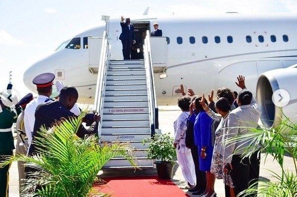 President bidding farewell