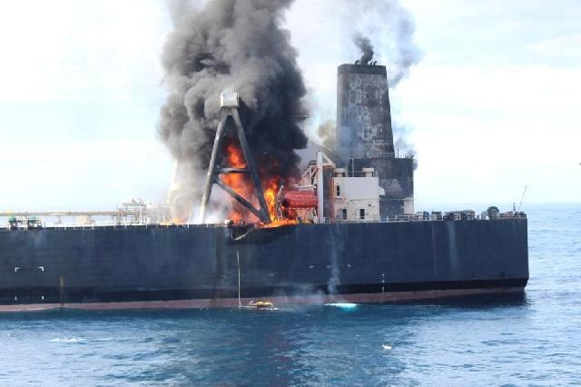 Sri Lanka Supertanker on fire.