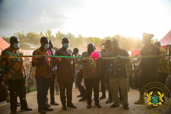 Akufo-Addo cutting ribbon for Kwame Danso road