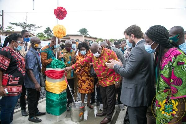 Akufo-Addo opens the pipe for the first time