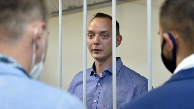 Ex-journaist Ivan Safronov behind bars
