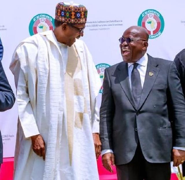 President Muhammadu Buhari (L) of Nigeria and President Nana Akufo-Addo of Ghana (R)