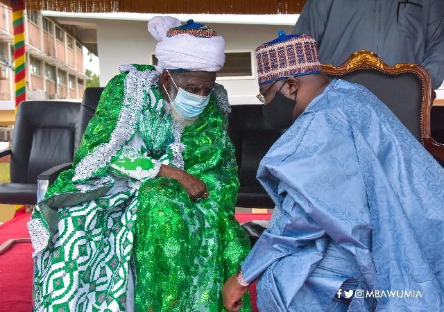 Vice President Mahamudu Bawumia (R) and Chief Imam Sheikh Nuhu Sharabutu (L)