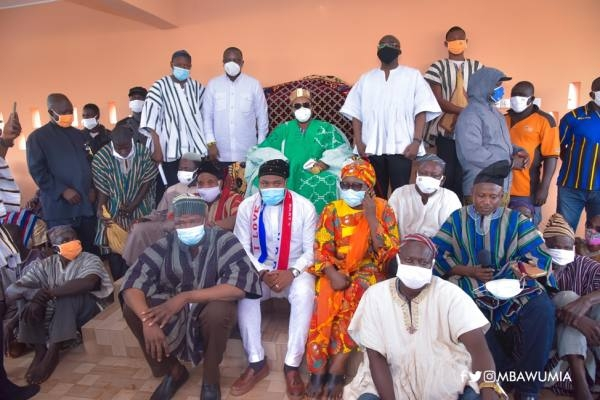 Group picture of the chiefs and Dr Bawumia