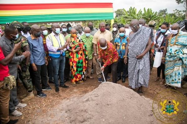 Akufo-Addo with the shovel