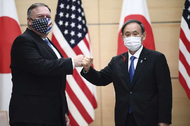 Mike Pompeo and Japan's Prime Minister Yoshihide Suga