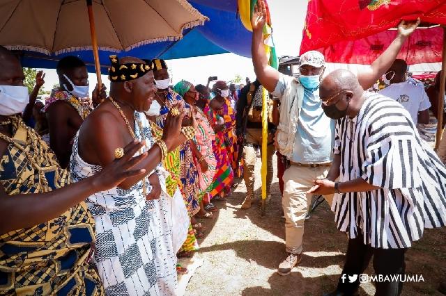 Bawumia (in smock) standing before the Kajaji chief