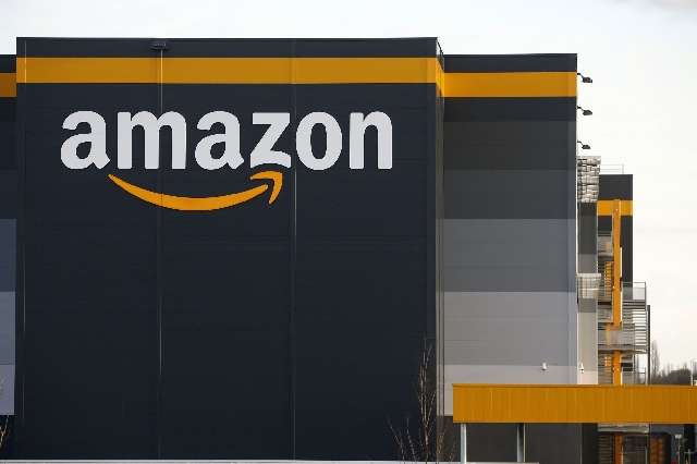 Amazon spends $500m on bonuses for Christmas staff