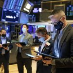 US stocks show strong move up but close lower for the week